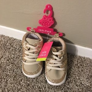 Baby girl size 2 okie dokie gold sparkly shoes NWT